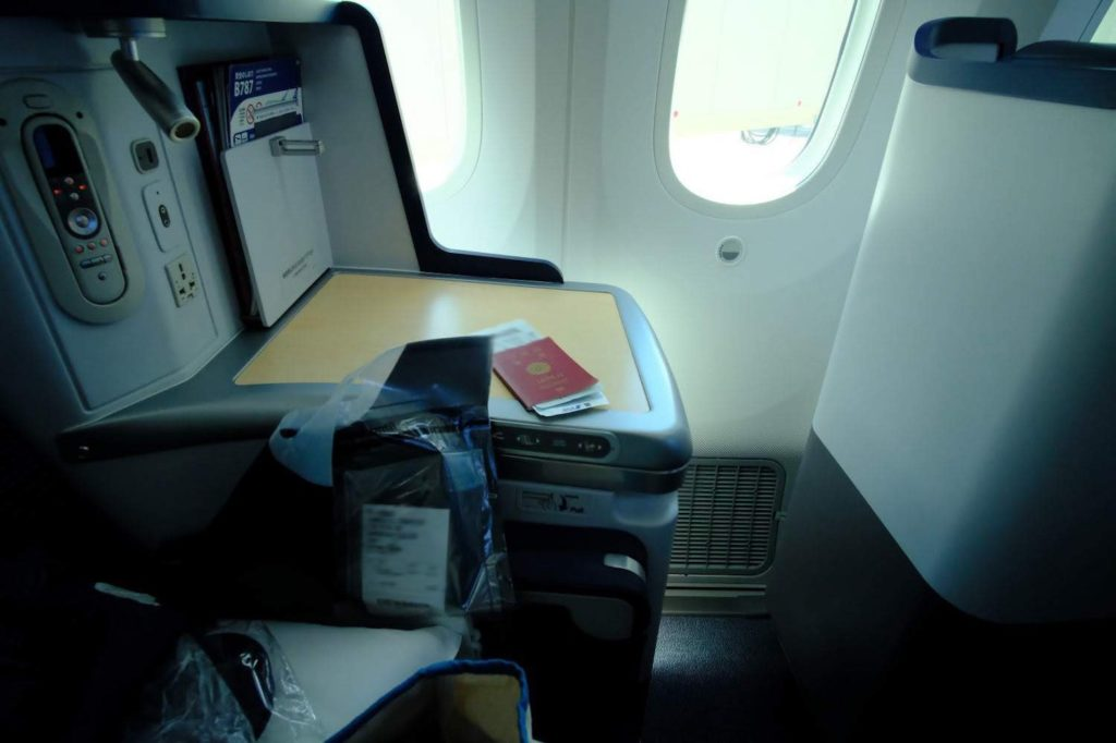 帰りはビジネスクラスで羽田空港へ